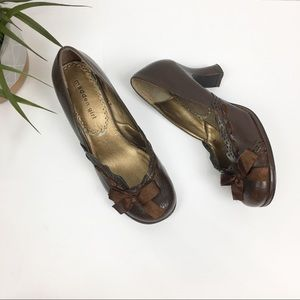 Madden Girl Skarlt Brown Leather Bow Heels Sz 7.5